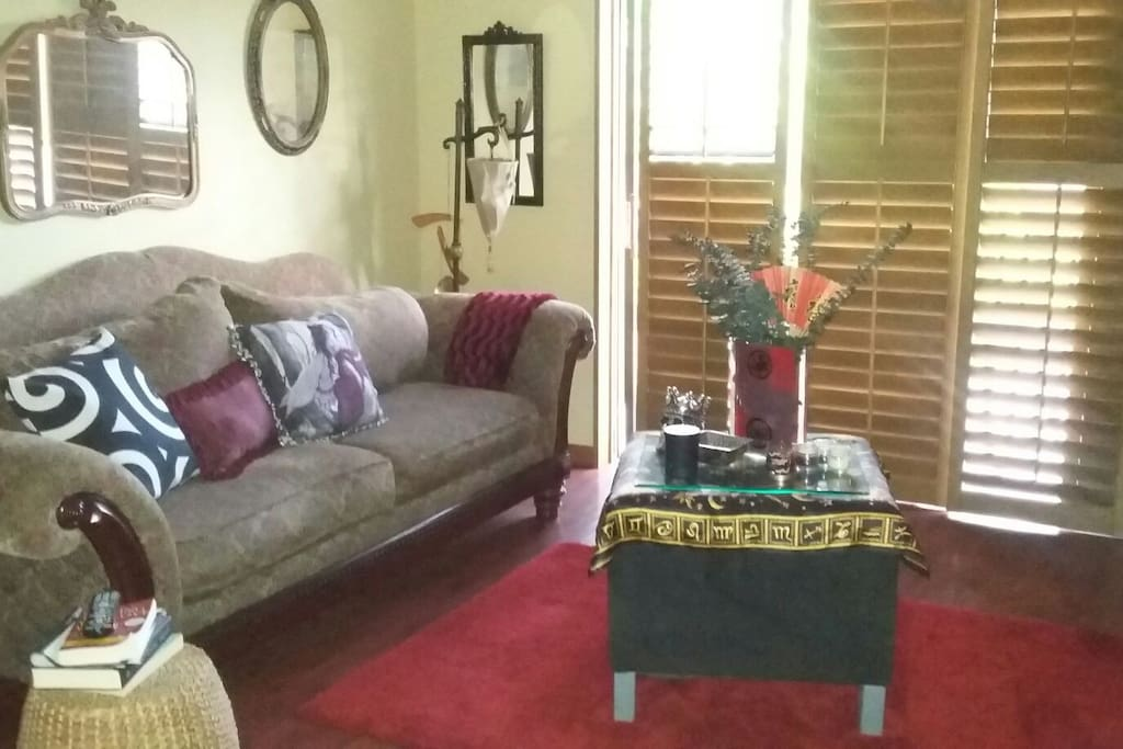 Eclectic and soothing! A peaceful and tranquil space to enjoy,quiet,family friendly community,pool and tennis courts are on property.