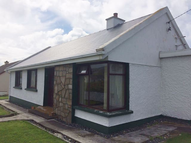 Wild Atlantic Way Seaside Cottage - Brinlack Upper - Chatka