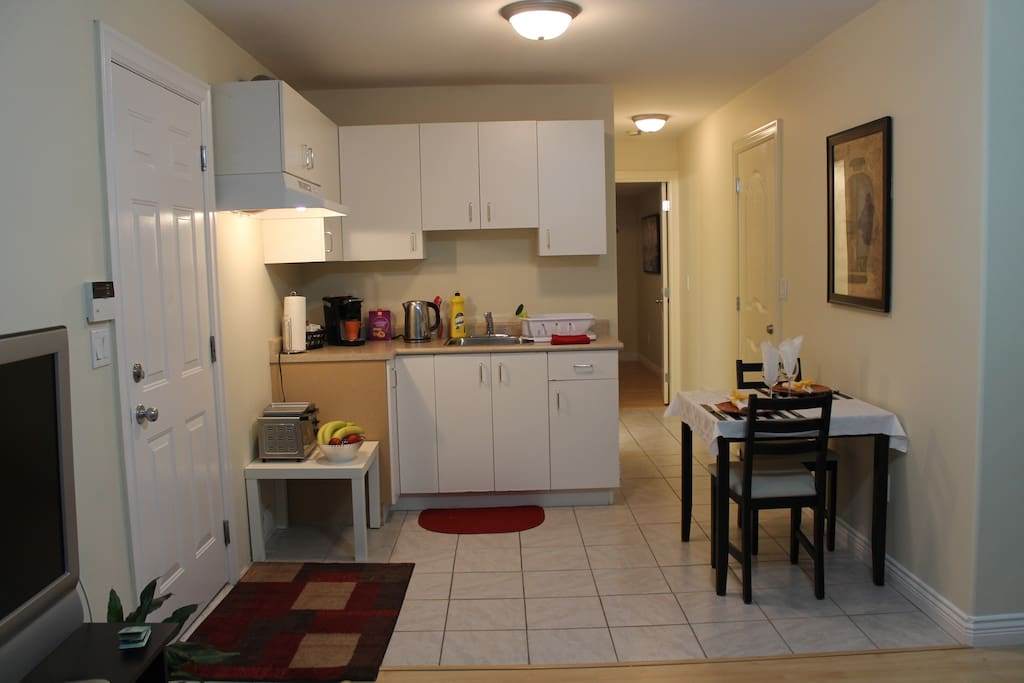 Private one bedroom suite with single induction cooktop, microwave, toaster oven, Keurig coffee maker, crock pot, kettle and small fridge.  Please note there is no stove to cook large meals.