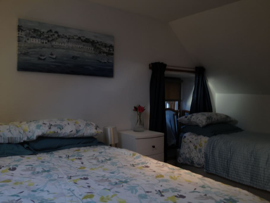 Single bed in the upstairs bedroom