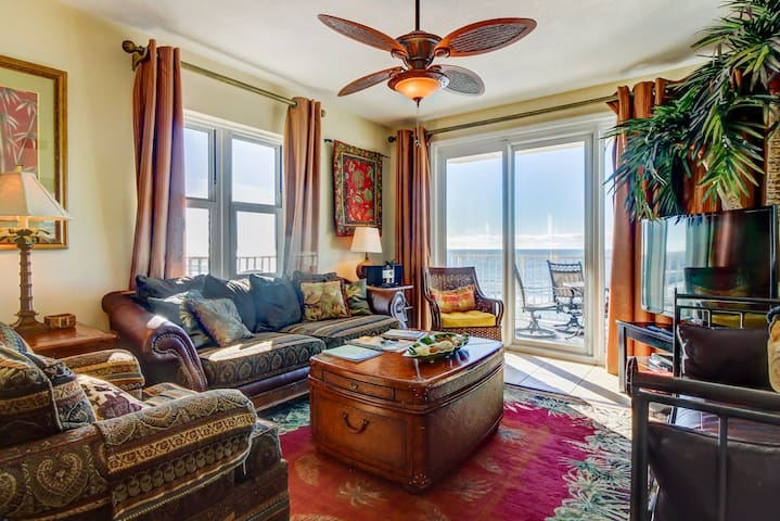 Sunny oceanfront condo w/ shared pool, hot tub, & beautiful beach views