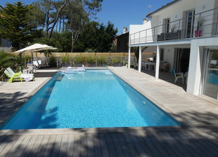 Villa Teranga, large heated pool, 700m from beach