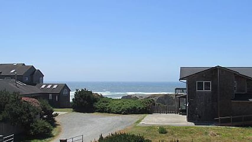Ocean view home in a quiet area - Bandon - Haus
