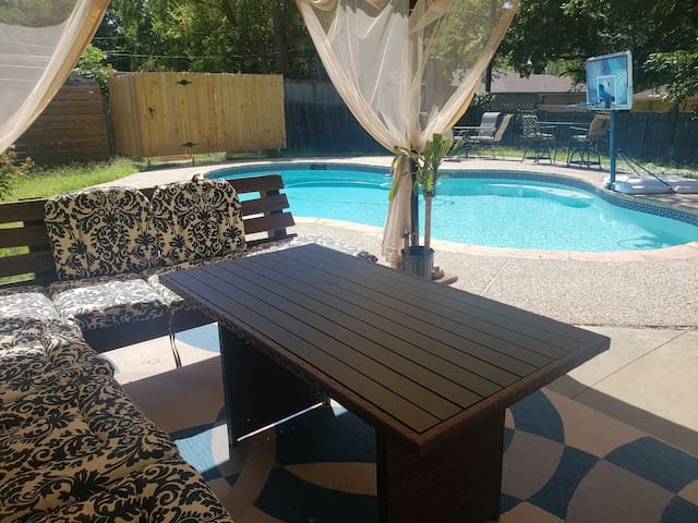 Homey retreat 15 mins from downtown Dallas