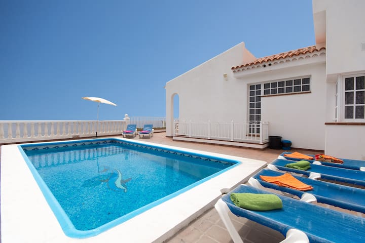 Villa Mirador. 5 bedroom. Private heated pool