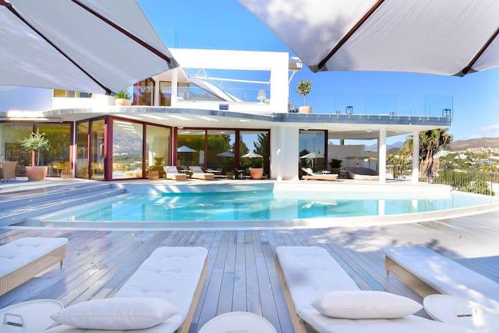 Amazing Villa Blanca Los Naranjos Golf Marbella