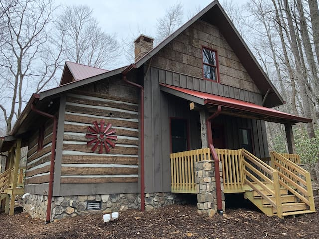 New! Creekside Cabin with Free, Fiber Internet!