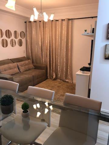 Confortável Apartamento em Condomínio Clube