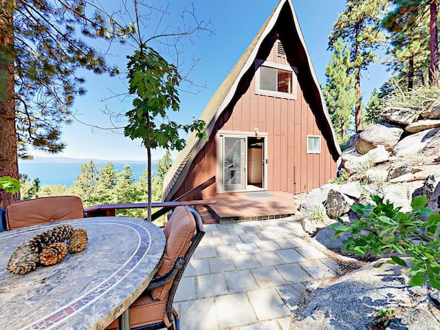 Cabin-Style 3BR w/ Panoramic Lake Views