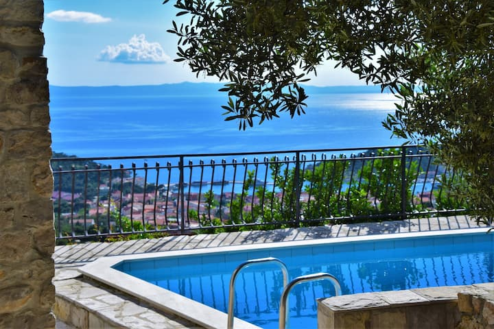Villa Sara with Pool&Seaview, Jacuzzi