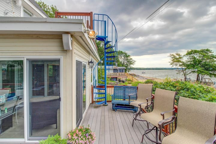 Lakefront home w/ water access, views of the mountains, private deck & patio