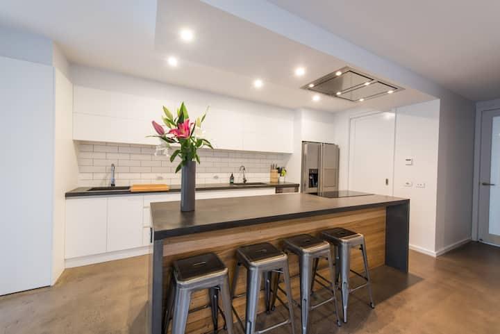 The Bright House. Modern, Spacious Central Bendigo