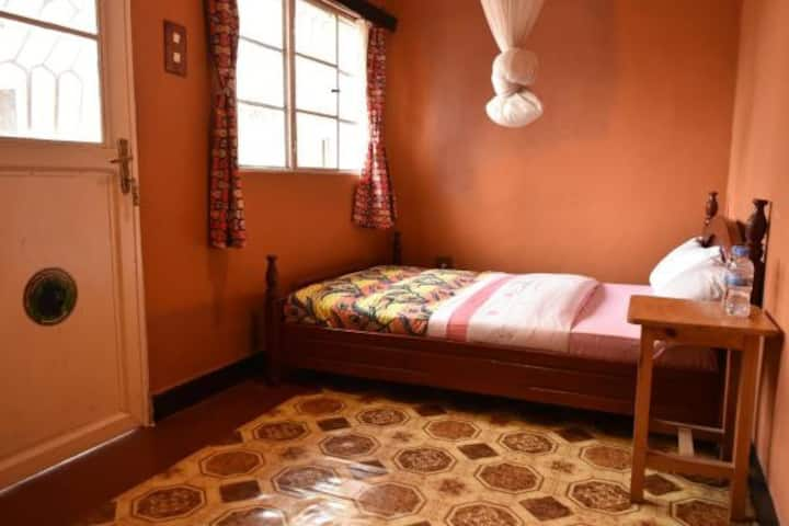 AMAHORO GUESTHOUSE-DOUBLE ROOM