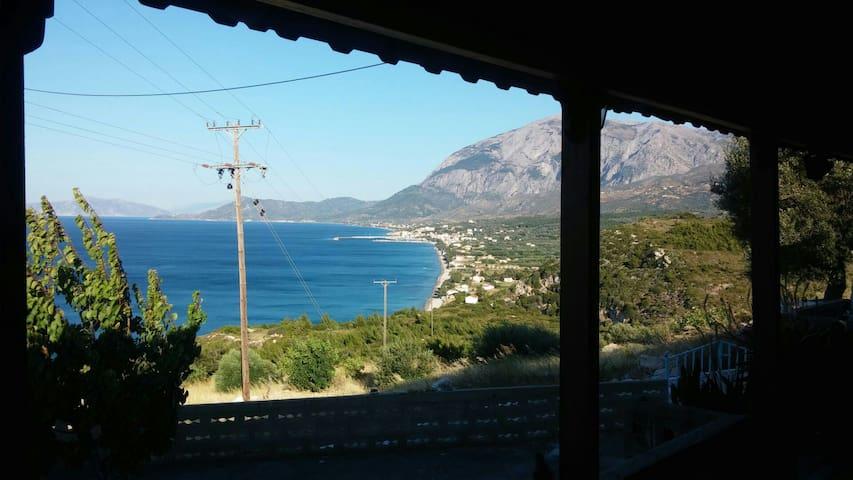 Όμορφη θέα από τη Villa Καλλιόπη - Όρμος Μαραθοκάμπου - Casa