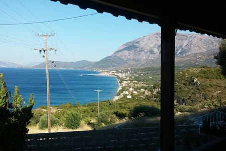 Όμορφη θέα από τη Villa Καλλιόπη - Όρμος Μαραθοκάμπου