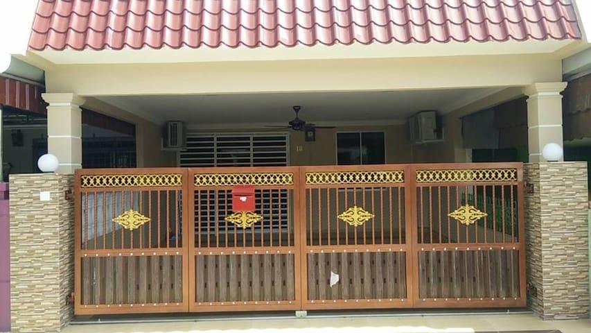 Romiah's Homestay - Segamat - House