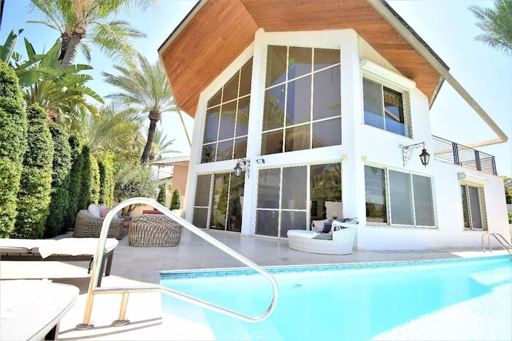 INCREDIBLE VILLA WITH POOL 5MIN TO THE BEACH