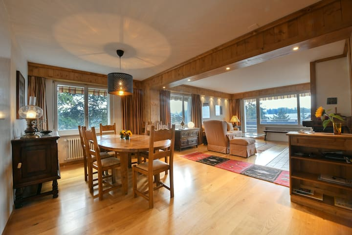 Spacious with splendid view of the Alps - Golf