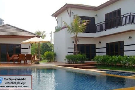 4 Br Villa with Private Pool, close to the Beach - Rayong