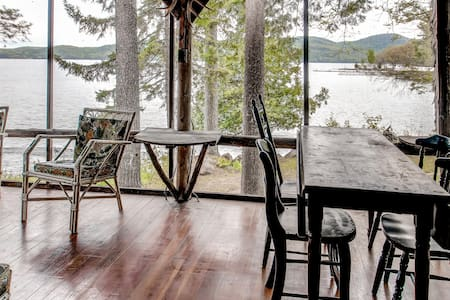 4BR Hague Cottage on Lake George - Hague - Rumah
