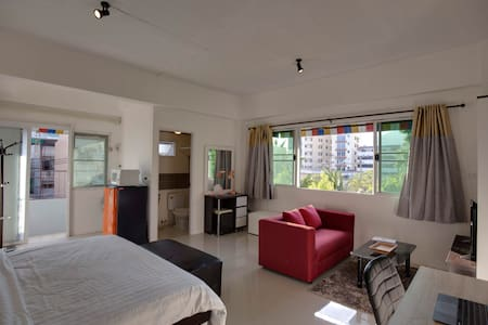 Bright studio in the trendy Nimman area of CM - Chiang Mai