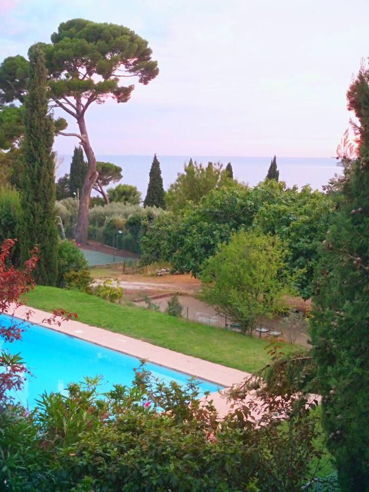 Appart. 4 personnes - vue mer - piscine - parking