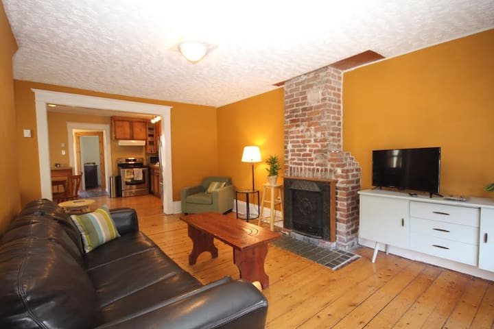 Sunny & spacious 3 bedroom home