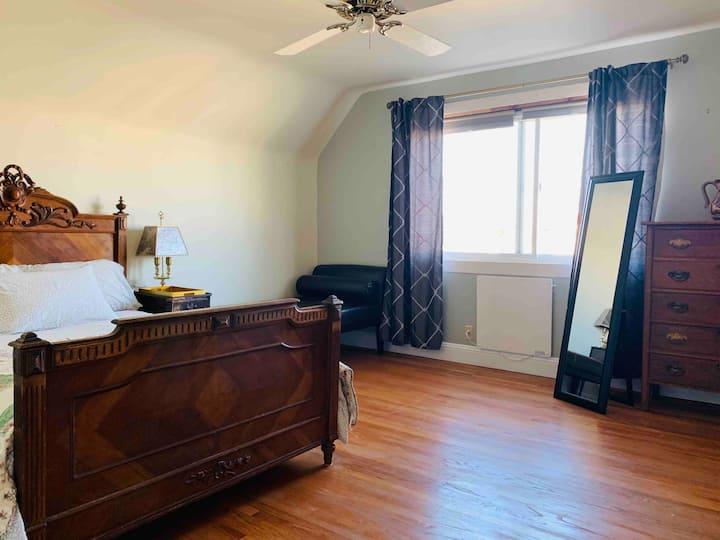 2 PRIVATE TOP-FLOOR ROOMS, BATH+VIEW in Noe Valley