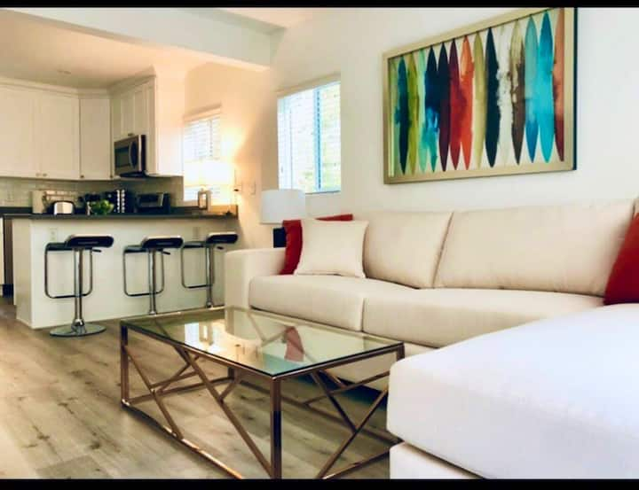 Contemporary Bungalow Apartment for 2 Great Area
