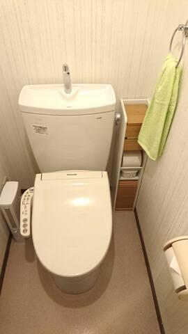 明るいトイレ Light toilet