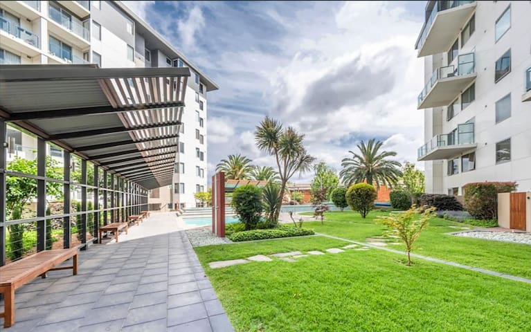 Smart 2Bed Apartment with Parking & Pool