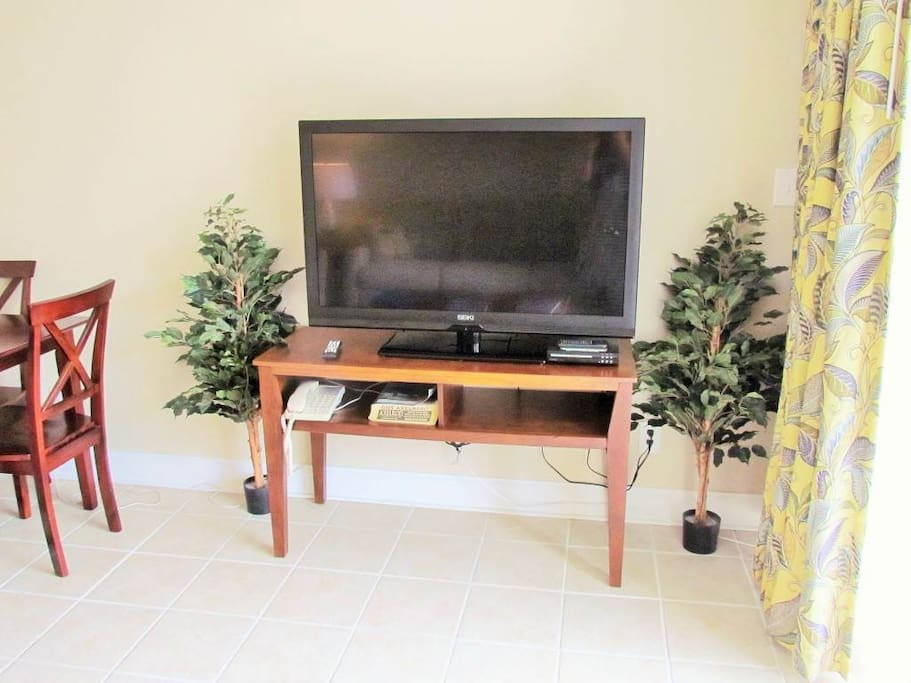 Furniture,Chair,Entertainment Center,Indoors,Room