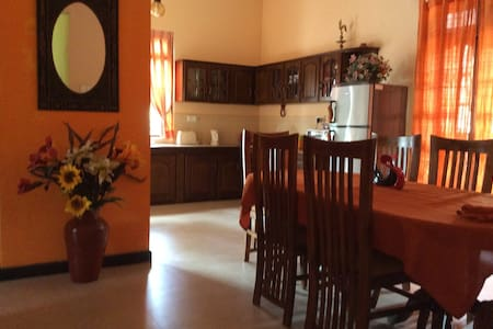 AB Villa Peradeniya - Peradeniya