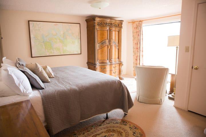 Charming Lakeside Cabin, Minutes from Tulsa - Wagoner - Houten huisje