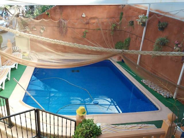 Spacieuse villa avec piscine & Wifi