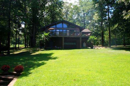 Beautiful 2 BR & Den Lake Gaston Waterfront! - House
