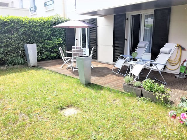 Nice apartment & private garden 10 km from Paris!