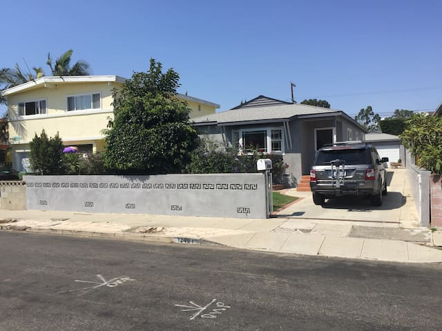 Clean, quiet room in pleasant 4 bedroom house #3 - Los Ángeles - Casa