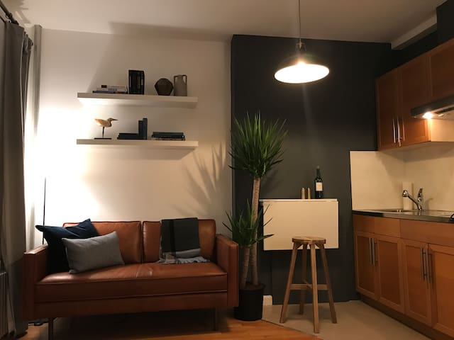 West Village Mid Century Studio Perfect for Two
