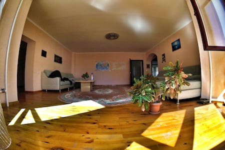 Best deal! Quiet and Safe villa! - Bishkek - Villa