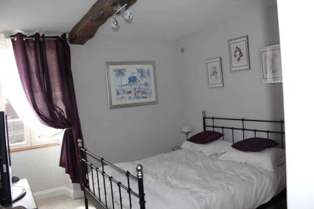 Sleep well in large king size new bed with en suite facilities.