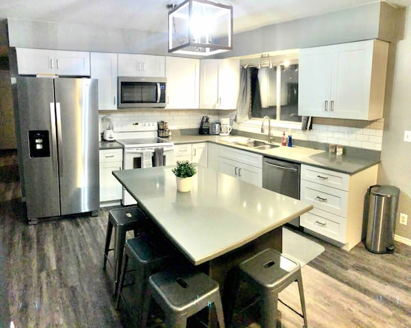 Best Value in Utah County. 3bdrm. 4k TV. 1500sqft!