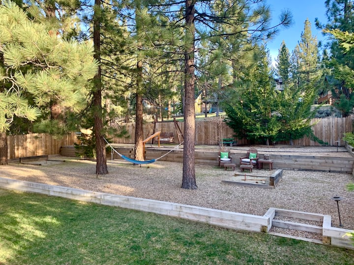 Lush Yard w/ Deck & Games, BBQ, Steps to Lake
