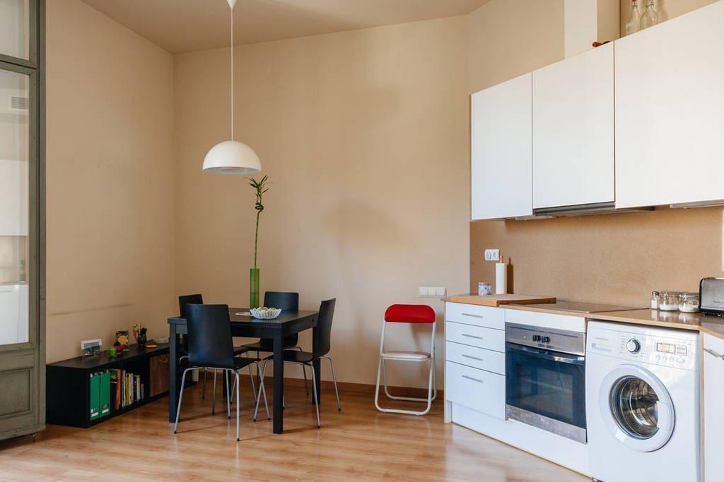 Charming 1br apartment in eixample appartamenti in for Appartamenti barcellona eixample