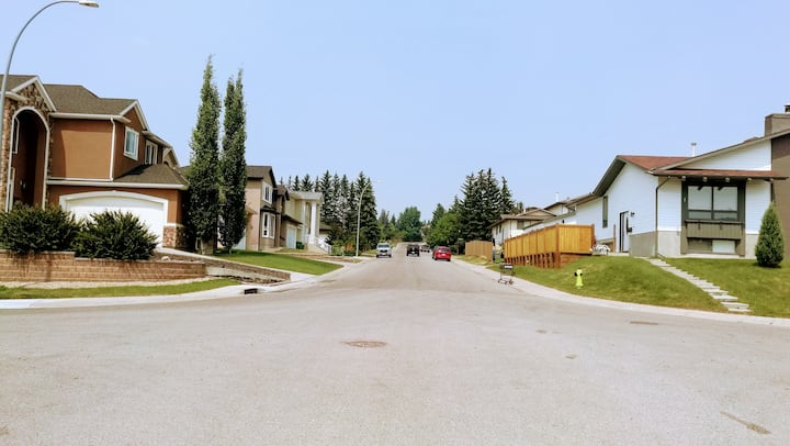 Calgary Northwest Guest House for Groups