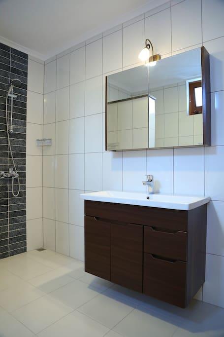 geniş ferah ebebeyn banyosu, modern, large family bathroom