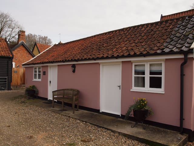 Delightful Self Catering Cottage in South Norfolk