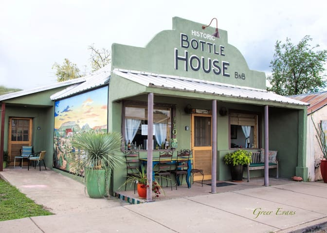 """Bottle House"" DTown Alpine, Marfa - Alpine - Huis"