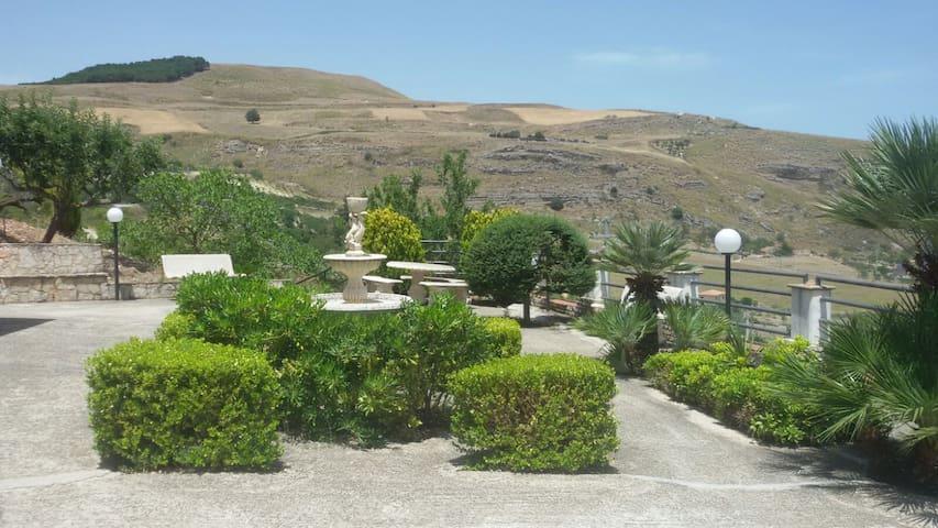La porta del Kassar - Castronovo di Sicilia