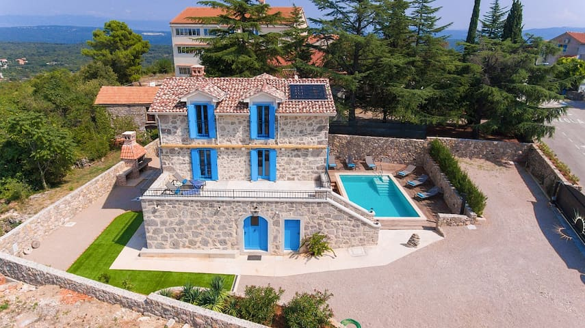 Beautiful Villa Ive in a picturesque village
